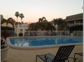 2/2 shared apt. close to  Metrorail and Dadeland