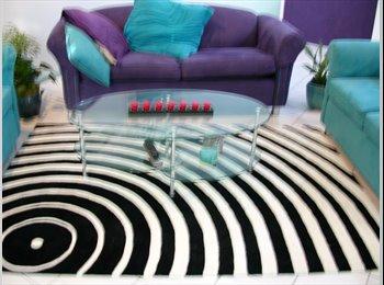 EasyRoommate AU - AVAIL NOW!!   Spacious bright clean tidy villa - Bundall, Gold Coast - $185 pw