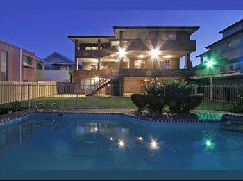 HOUSE - Executive (lawn, garden & pool maint incl)