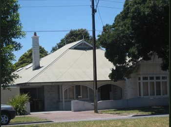 FF Room for Female Good Share House Glenelg Area