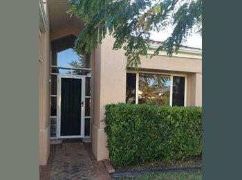 EasyRoommate AU - Room to Rent - Modern Stylish - Close GC Hosp /Uni - Ashmore, Gold Coast - $160 pw