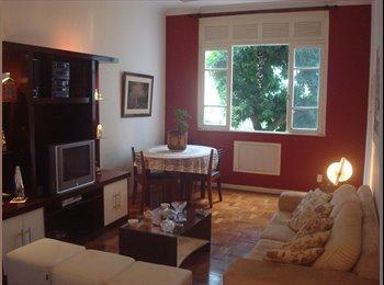 EasyQuarto BR - Excelente quarto em Laranjeiras - Laranjeiras, Rio de Janeiro (Capital) - R$ 1.300 Por mês