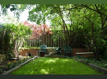 EasyRoommate CA -   Furnished Room 2nd flr  quiet room over garden - High Park, Toronto - $575 pcm