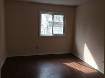 EasyRoommate CA - Room available near Finch and Bathurst!! - North Toronto, Toronto - $600 pcm