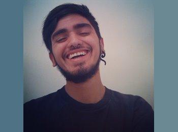 Alejandro - 19 - Estudiante