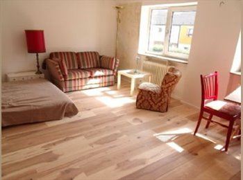 EasyWG DE - grosses, sonniges Zimmer mit Blick auf Garten - Bramfeld, Hamburg - 400 € pm