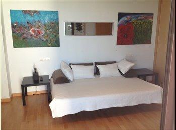 EasyPiso ES - Habitacion para mujer/chica lujo a lado Estepona - Otras Áreas, Marbella - 300 € por mes