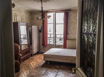 Grande chambre meublée avec balcon