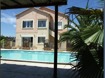 Appartager FR - Appartement indépendant dans maison bourgeoise - Vauvert, Nîmes - 300 € / Mois