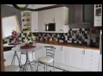 Appartager FR - loue une chambre chez l'habitant - Orsay, Paris - Ile De France - 410 € / Mois