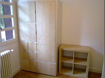 ORSAY - Chambre meublée pour femmes.