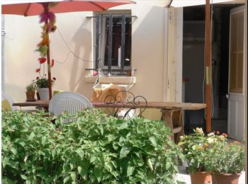 Appartager FR - Grande chambre avec sdb privative - Saint-Jean-de-Védas, Montpellier - 350 € / Mois