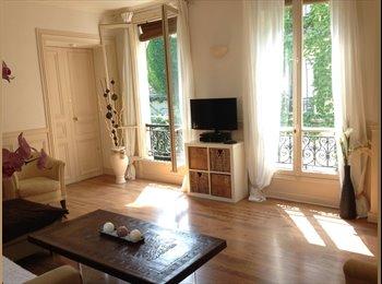 Appartager FR - Coloc dans bel appart haussmannien - 18ème Arrondissement, Paris - Ile De France - 830 € / Mois