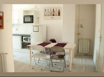Chambre meublée (Libération) lavabo