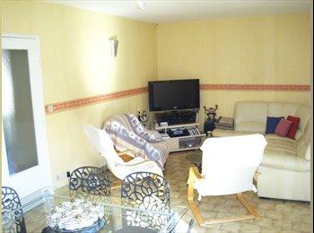 Une chambre à Meximieux dans une maison