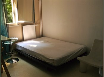 Jolie chambre de 20 m2 dans appartement calme.