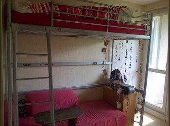 Appartager FR - Chambre meublée de 17m²,avec balcon pour 400€/mois - La Celle-Saint-Cloud, Paris - Ile De France - 350 € / Mois