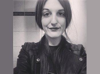 Emmanuelle - 23 - Salarié
