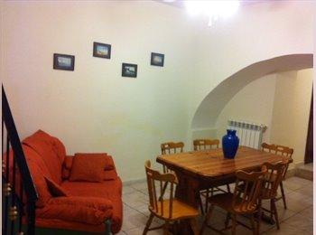 EasyStanza IT - Stanze Doppie Zona Duomo - Centro, Napoli - € 175 al mese