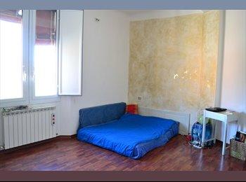 EasyStanza IT - sunny beautiful room - P.za Unità - Stalingrado - San Donato, Bologna - € 300 al mese