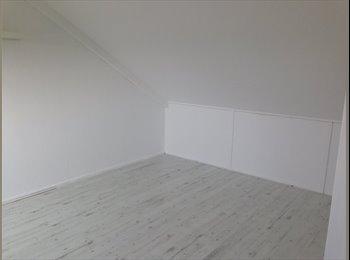EasyKamer NL - Zolderkamer met veel privacy in eengezinswoning - Almere, Almere - € 495 p.m.