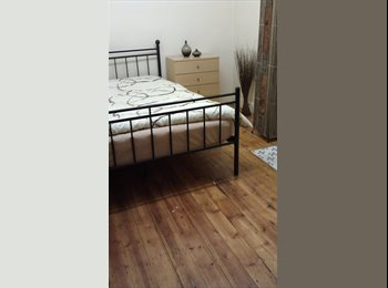 Clean, furnished, double room in Beeston