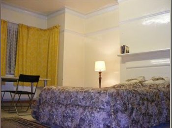 Bright Spacious Triple Room in Friendly House