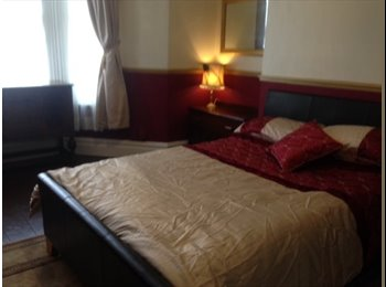 EasyRoommate UK - LARGE DBL ROOM AVAILABLE LIPSON PL4 - St Judes, Plymouth - £300 pcm