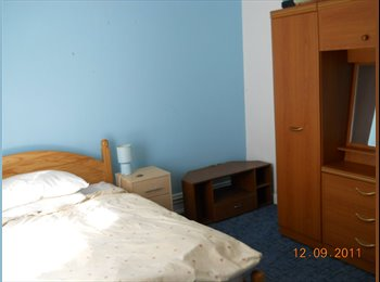 EasyRoommate UK - Double room available for rent in Bournemouth - Bear Cross, Bournemouth - £390 pcm