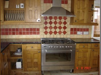 Double & single room in clean friendly quiet house