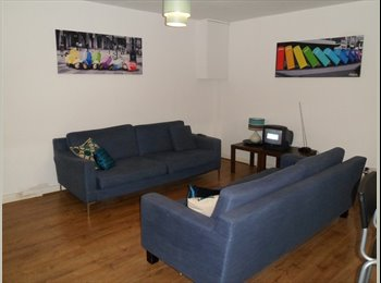 EasyRoommate UK - Double Bedroom in South Wimbledon - Wimbledon, London - £650 pcm