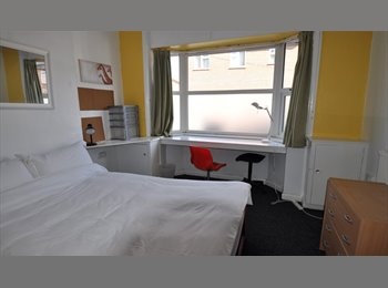 EasyRoommate UK - Close to UNI/QMC Referbished house ModCons - Nottingham, Nottingham - £299 pcm