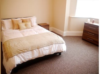 Large Double Rooms Available