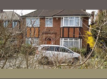 EasyRoommate UK - Detached house in quiet location - Edgware, London - £475 pcm