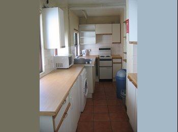 EasyRoommate UK - Student let - shared house - Hillfields, Coventry - £270 pcm