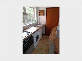 EasyRoommate UK - Great location to Uni, 4 Double room,All bills inc - Beeston, Nottingham - £300 pcm