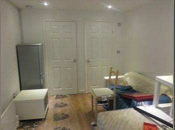 EasyRoommate UK - Modern studio 1 bedroom accommodation prestwich Manchester - Prestwich, Manchester - £600 pcm