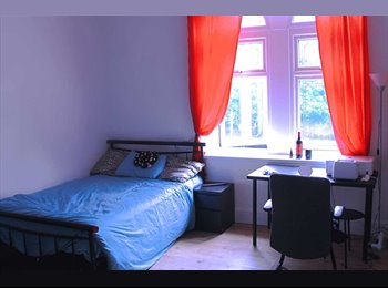 EasyRoommate UK - ROOMS TO LET. - Huddersfield, Kirklees - £260 pcm
