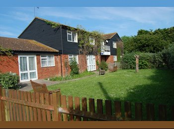 EasyRoommate UK - Single and double rooms available in 4 large house - Shoeburyness, Southend-on-Sea - £300 pcm