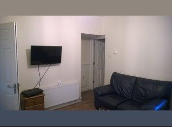 Double room near Swindon station/Centre SN2 1BD