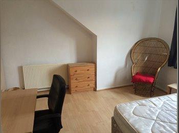 Cottage house share, Headingley, cheap!