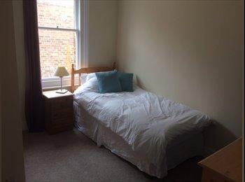 EasyRoommate UK - superb room in popular old town area eastbourne - Eastbourne, Eastbourne - £300 pcm