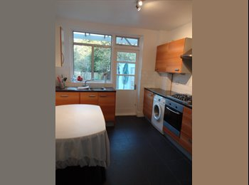 Stunning Bright & Spacious double room - N20