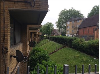 Room to let in large flat, Notting Hill W11
