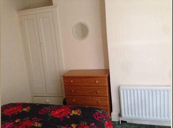 EasyRoommate UK - Double room, bills included for profesional female - Southsea, Portsmouth - £400 pcm