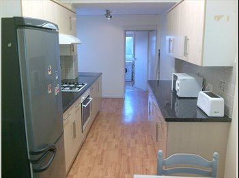 EasyRoommate UK - QUALITY ROOMS AT £350 ALL BILLS INCLUDED - Fratton, Portsmouth - £350 pcm