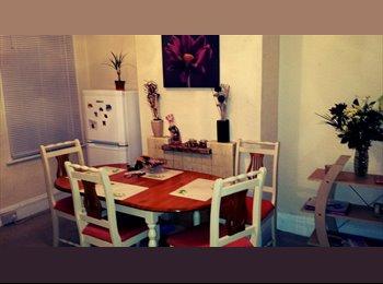 EasyRoommate UK - Single room in a 3 bedroom house in Gillingham - Gillingham, Gillingham - £320 pcm