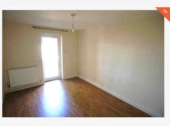 EasyRoommate UK - Lovely spacious & light double room in 2 bed flat - Amblecote, Dudley - £212 pcm