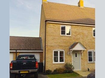 EasyRoommate UK - Immaculate 2/3 bedroomed home w/ consulting room - Kettering, Kettering - £580 pcm