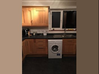 EasyRoommate UK - Lovely Furnished Room available now in Guildford - Guildford Park, Guildford - £500 pcm